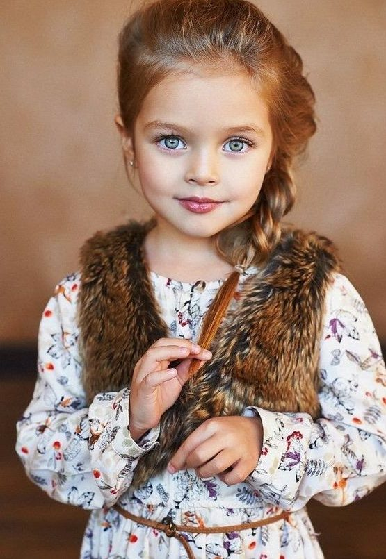 Cute Blue Eyed Girl Looking Like A Doll - Blue Eyes Baby ... Cute Baby Girls With Brown Hair And Blue Eyes