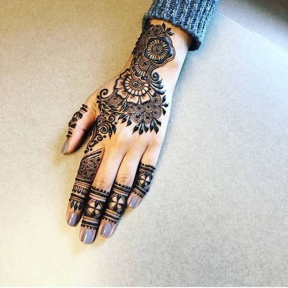 Stunning Back Hand Arabic Mehndi Back Hand Arabic Mehndi